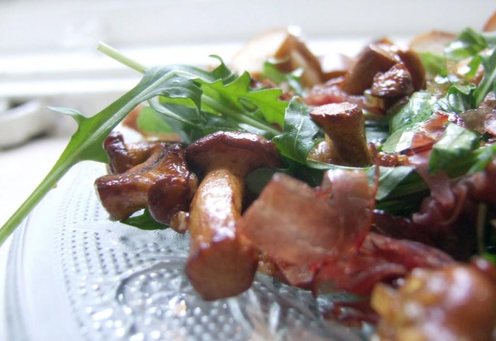reherlsalat salat mit pfifferlingen k chentratsch. Black Bedroom Furniture Sets. Home Design Ideas