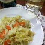 Weißkohl mit Bandnudeln und Rote-Bete-Salat