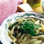 Pasta mit grünem Spargel und Ruccola-Mandel-Pesto