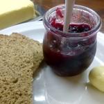 Erdbeer-Rhabarber-Rotwein-Marmelade (mit Fruchtstücken)