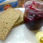 Marmelade mit Brot und Margarine