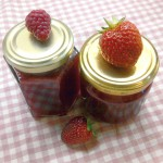 Erdbeer-Himbeer-Konfitüre mit Zitronen-Zesten
