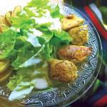 """Salat """"Unter"""" mit Hühnchen, Äpfeln und Meerrettichdressing"""
