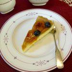 Aprikosen-Blaubeeren-Biskuit-Kuchen